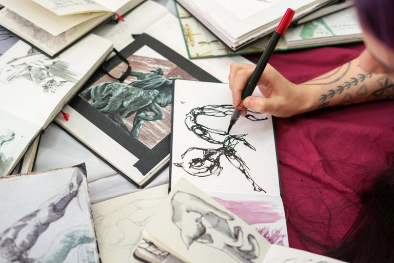 How to Choose a Sketchbook (video)